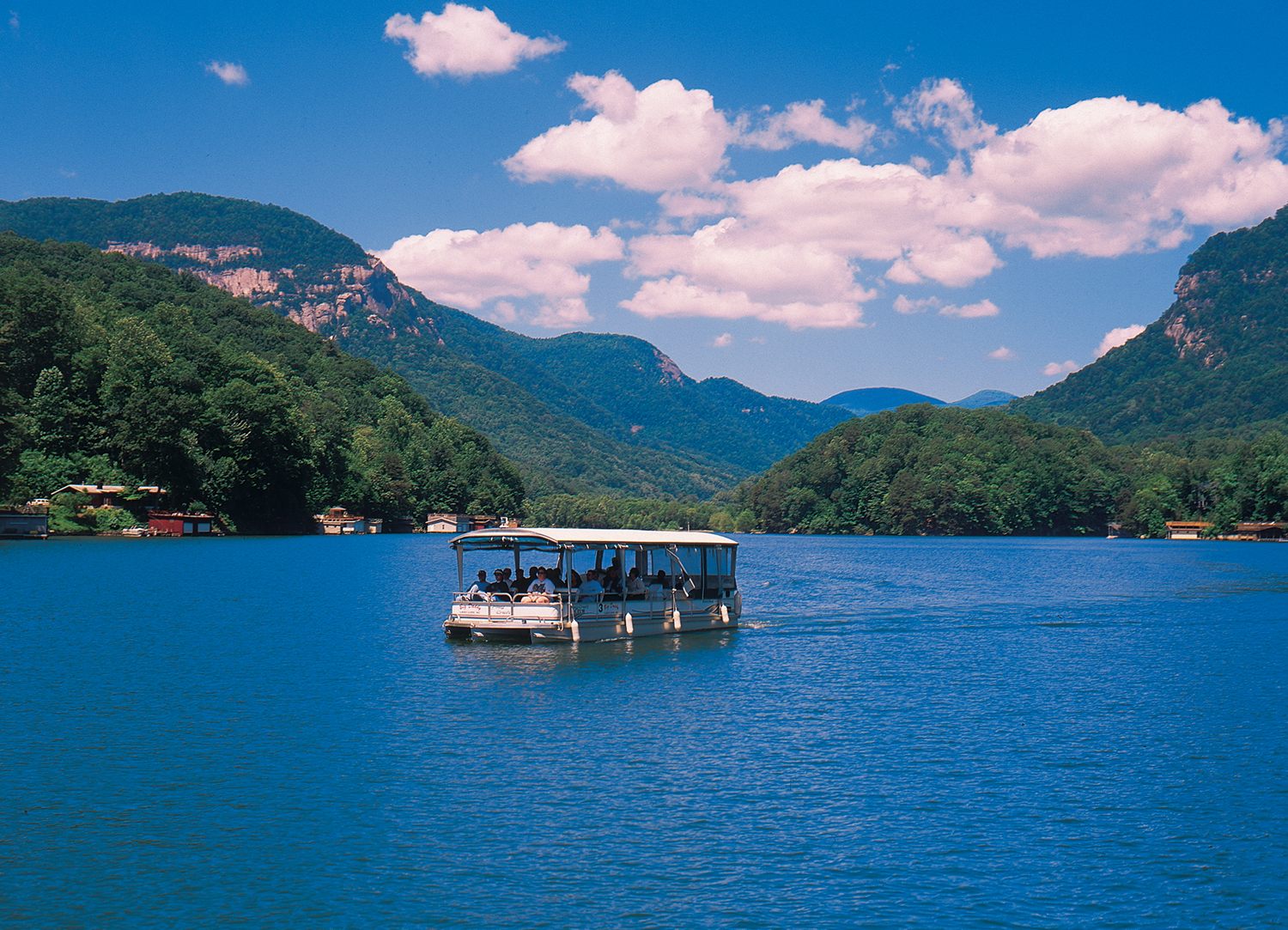 Lake lure north carolina for Lake lure arts crafts festival